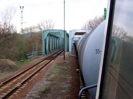 7.4.2006 - most přes Ipeľ, za ním je Slovensko © foto Bednář