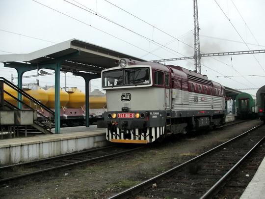 09.02.2008 - Hradec Králové hl.n.: 754.061-0 odstupuje z R 650 Trutnov hl.n.  - Praha-Vršovice © PhDr. Zbyněk Zlinský