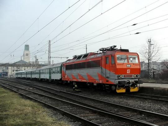 09.02.2008 - Hradec Králové hl.n.: 163.030-0 v čele Os 5651 Hradec Králové hl.n. - Pardubice hl.n. © PhDr. Zbyněk Zlinský