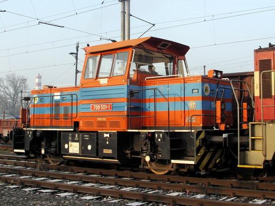 12.02.2008 - Hradec Králové hl.n.: T 239.1001 (709.501-1) Čepro a 730.009-8 ČDC při posunu © PhDr. Zbyněk Zlinský