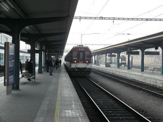 12.02.2008 - Hradec Králové hl.n.: 843.014-2 přijíždí v čele R 984 Pardubice hl.n. - Liberec © PhDr. Zbyněk Zlinský