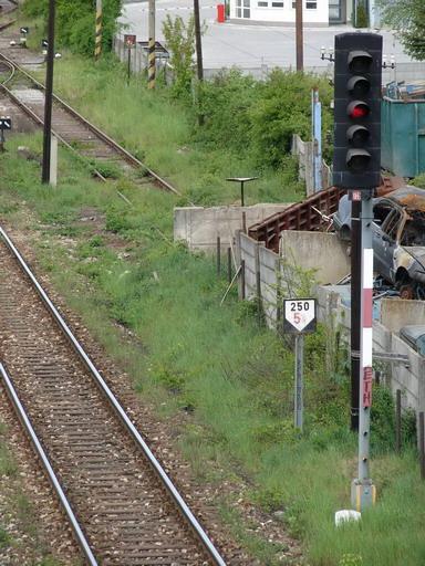 """AŽD 70 s """"hranatými"""" aj """"oblými"""" tienidlami, Prievidza, 1. 5. 2007... © Ing. Marko Engler"""