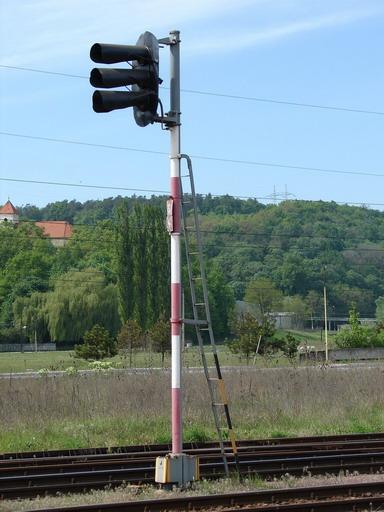 """AŽD vz. 65 s """"trafozákladom"""" AŽD 70, Zemianske Kostoľany, 1. 5. 2007... © Ing. Marko Engler"""