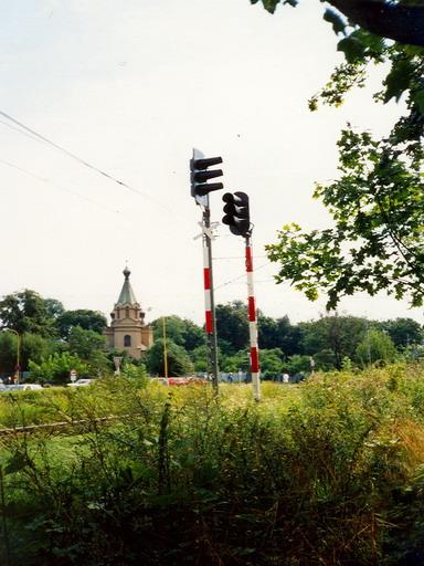 L AŽD vz. 65 na stožiari po mechanickom návestidle, vľavo nové AŽD 70, Prešov, 13. 8. 1999... © Ing. Marko Engler