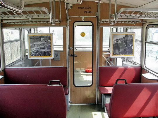 30.04.2005 - Os 8710 Č.Velenice - Veselí n.L.: interiér přípojného vozu 012.248-1 BDtax © PhDr. Zbyněk Zlinský