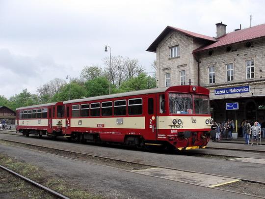 13.05.2006 - Lužná u Rak.: 811.082-7 a 011.843-0 na Os 2508 Praha Masarykovo n. - Rakovník © PhDr. Zbyněk Zlinský