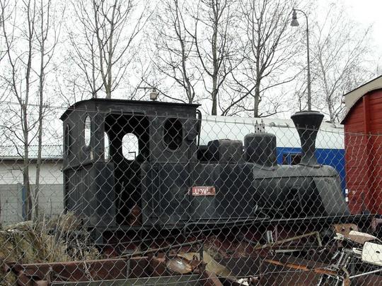 """18.02.2008 - PJ Pardubice: lokomotiva """"Ludvík"""" chátrá místo na pomníku u DOMky v ohradě PSHŽD © PhDr. Zbyněk Zlinský"""