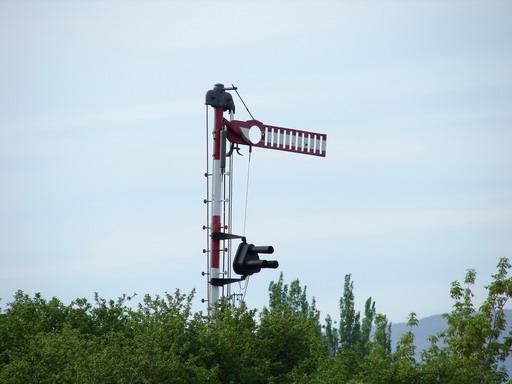 LCH – mechanické návestidlo so svetelnou privolávacou návesťou, Prievidza, 1. 5. 2007... © Ing. Marko Engler