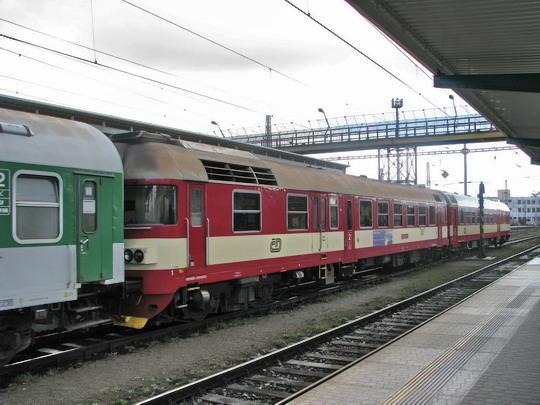12.03.2008 - Hradec Králové hl.n.: 854.213-6 + 954.203-6 na závěsu R 959/1957 Praha-Vršovice - Letohrad © PhDr. Zbyněk Zlinský