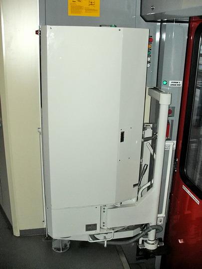 09.02.2008 - Hradec Králové hl.n.: 954.201-0 - zvedací plošina a ovládání dveří v zadním nástupním prostoru © PhDr. Zbyněk Zlinský