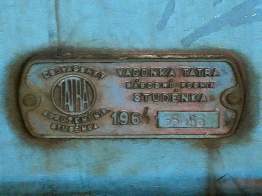 08.04.2006 - Olomouc hl.n.: výrobní štítek vloženého vozu 051.062-8 z r. 1964 © PhDr. Zbyněk Zlinský