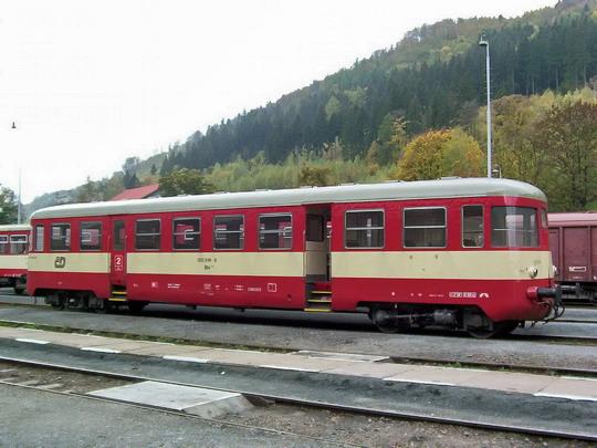 11.10.2003 - Hanušovice: odstavený přípojný vůz 020.249-9 (ex Balm 5-0703 z roku 1962) © PhDr. Zbyněk Zlinský