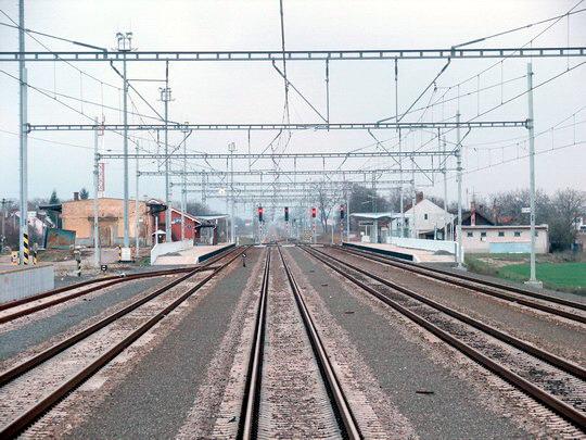 Cífer - dojem z rekonštruovanej stanice ešte kazí starý sklad, 19. 3. 2008... © Ing. Marko Engler