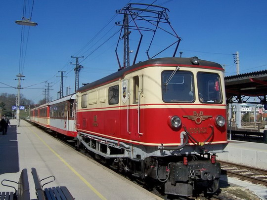 30.3.2008 – St. Pölten: el. lokomotiva 1099 v čele vlaku z Mariazell © Marek Topič