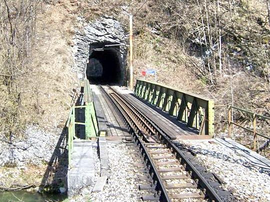 30.3.2008 – Tunel před Frankenfelsem a most přes Pielach © Marek Topič