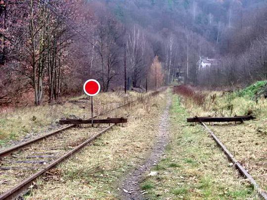 2.12.2006 - Pohled na uzavřenou trať směrem do Horního Slavkova a Krásneho Jezu  - foto © Ing. Jiří Goss