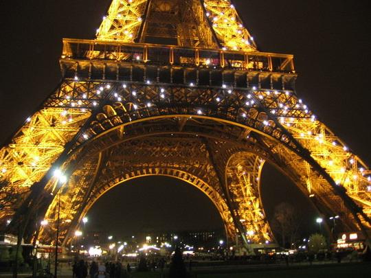 Paríž - Eiffelova veža v noci 6.3.2008 © František Halčák