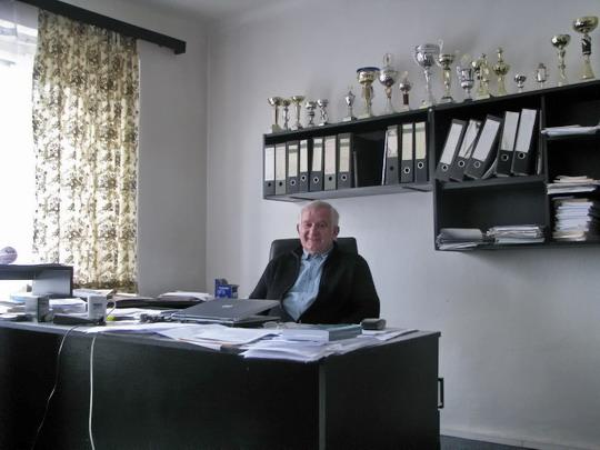 17.04.2008 - CZ LOKO Česká Třebová: předseda ZO OSŽ Karel Šamšula ve své pracovně © PhDr. Zbyněk Zlinský