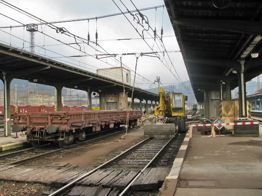 17.04.2008 - Česká Třebová: oprava kolejí mezi 3. a 4. nástupištěm © PhDr. Zbyněk Zlinský