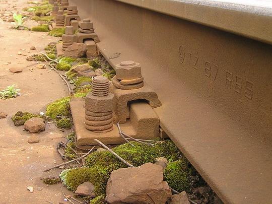 Upevnenie koľajnice na betónovej doske, žst Bytča, © Peter Šoltys