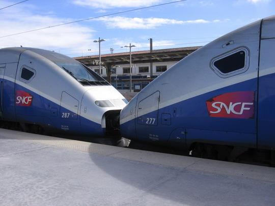 Spojenie dvoch jednotiek TGV, 11.3.2008 © František Halčák