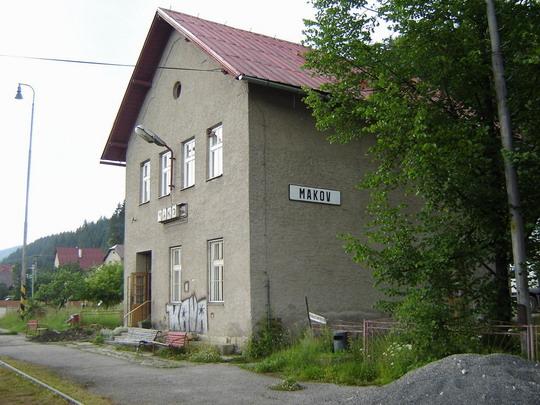 Makov - Staničná budova, 9.6.2007,  © Tomáš Rotbauer