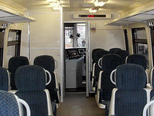 09.04.2005 - Brno hl.n.: jednotka 835.001-9+835.201-5 jako Os 4812 do Zastávky u Brna (interiér) © PhDr. Zbyněk Zlinský