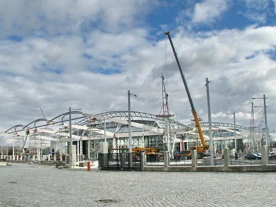 12.03.2008 - Hradec Králové hl.n.: montáž nosné konstrukce zastřešení terminálu BUS © PhDr. Zbyněk Zlinský