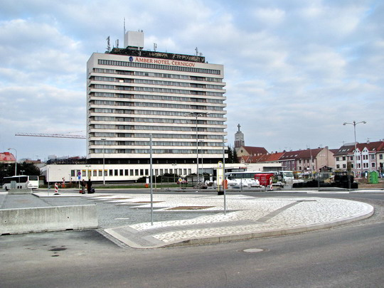 05.04.2008 - Hradec Králové: částečně fungující úprava Riegrova nám. © PhDr. Zbyněk Zlinský