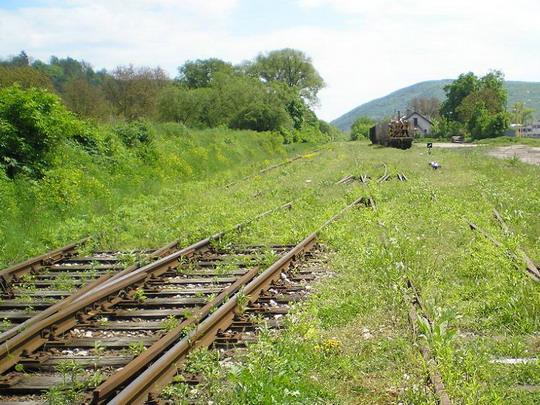 11.5.2008 - Medzev: takto nenápadne končí (začína) celá trať © P.Nohavica