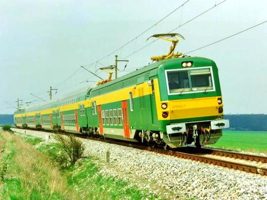 První prototyp jednotky 470 na zkušební trati ve Studénce dne 20.5.1990 © ČKD Vagonka, a.s.