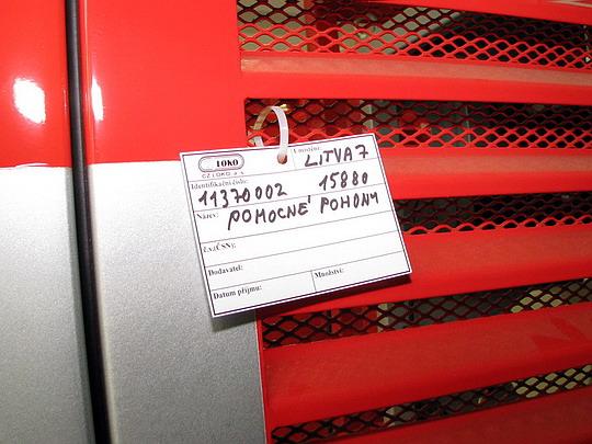 22.05.2008 - CZ LOKO Jihlava: štítek na bloku pomocných pohonů pro litevský stroj řady ČME-3M © PhDr. Zbyněk Zlinský