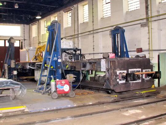 22.05.2008 - CZ LOKO Jihlava: montážní hala - vznikající lokomotiva 774.703-3 Sokolovské uhelné © PhDr. Zbyněk Zlinský