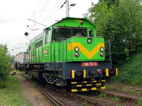 22.05.2008 - Jihlava: 740.713-3 Kronotrans Jihlava. s.r.o. posunuje v areálu Kronospan CR, s.r.o © PhDr. Zbyněk Zlinský