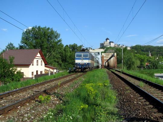 06.05.2008 - Trenčín: 363.147-0 na Os 3004 Žilina - Bratislava hl.st. a trať vlčích máků prostá © PhDr. Zbyněk Zlinský