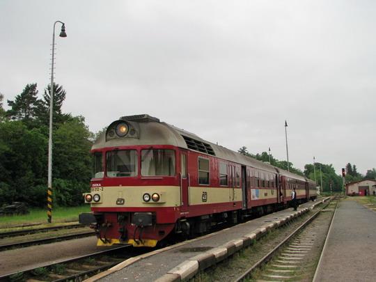 "22.05.2008 - Chrudim: 854.012-2 + 054.303-3 + 054.286-0 jako R 1183 ""Chrudimka"" Pardubice-Rosice nad Labem - Jihlava © PhDr. Zbyněk Zlinský"