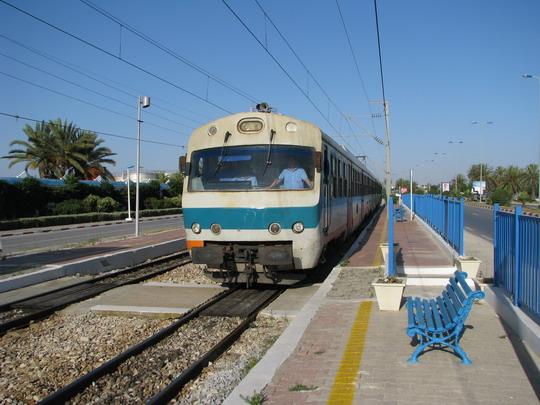 10.06.2008 - Skanes: jednotka YZ-E-001 přijíždí jako vlak 509 Sousse Bab el Jedid - Moknine do zastávky Les Hôtels © PhDr. Zbyněk Zlinský