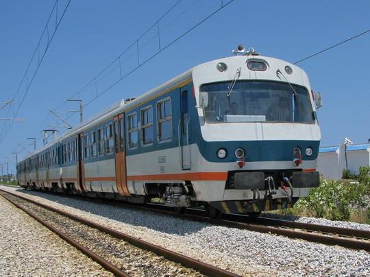 07.06.2008 - Skanes: zatím ještě nepoškozená jednotka YZ-E-006 jako vlak 530 Mahdia - Sousse Bab el Jedid opustila zastávku Les Hôtels © PhDr. Zbyněk Zlinský