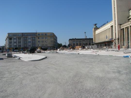 22.06.2008 - Hradec Králové: rekonstrukce Riegrova náměstí před hlavním nádražím © PhDr. Zbyněk Zlinský