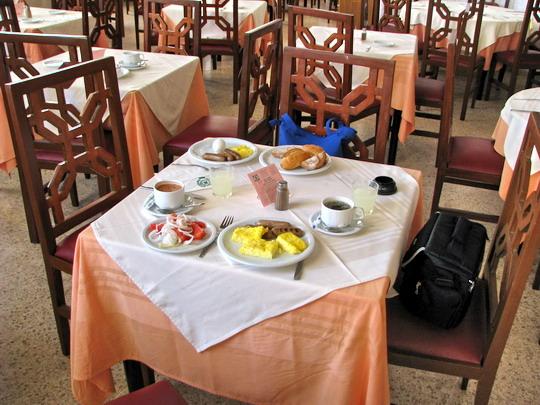 Snídaně v hotelu Skanes El Hana © PhDr. Zbyněk Zlinský