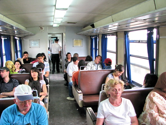05.06.2008 - Skanes: vystupujeme - interiér zaplněné jednotky YZ-E na vlaku 533 do Mahdie © PhDr. Zbyněk Zlinský