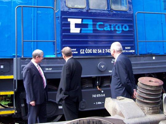 Prohlídka zatím  jiného stroje v barvách ČD Cargo - 742.075-5 připraveného k předání © Miloslav Bednář