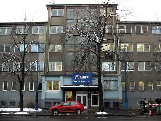 27.11.2007 - ČKD VAGONKA, a.s. Ostrava: vchod do správní budovy vagónky © PhDr. Zbyněk Zlinský