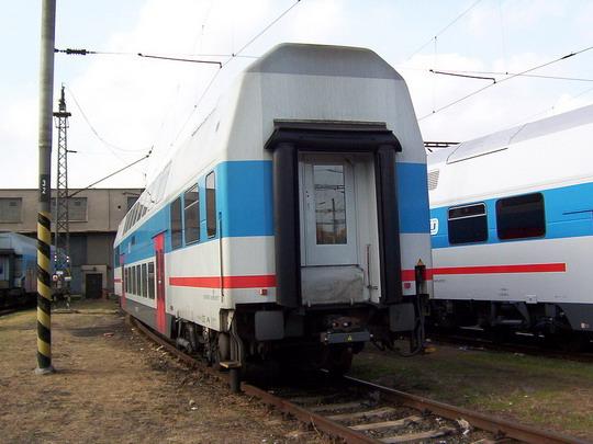 23.10.2004 - Praha ONJ: vložený vůz 071.007-9, první kompletně postavený v Ostravě © PhDr. Zbyněk Zlinský
