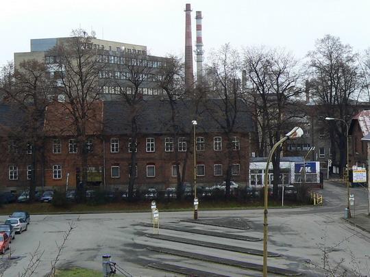04.12.2007 - Studénka: pohled na budovy a autobusové mininádraží bývalé vagónky © Karel Furiš