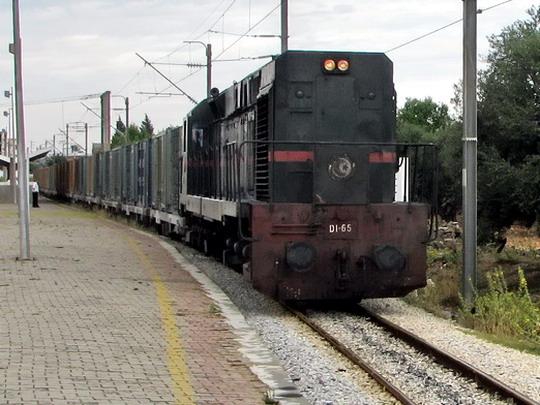 08.06.2008 - Moknine: nákladní vlak se strojem 060-DI-65 pokračuje v jízdě © PhDr. Zbyněk Zlinský