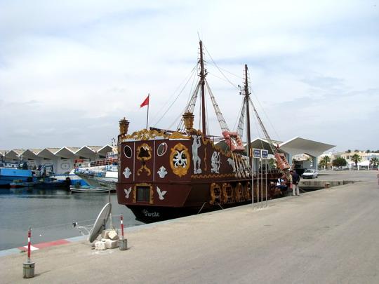08.06.2008 - Mahdia: turistický koráb v přístavu © PhDr. Zbyněk Zlinský