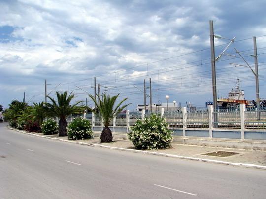 08.06.2008 - Mahdia: nádraží na pozadí přístavu © PhDr. Zbyněk Zlinský