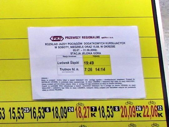19.07.2008 - Jelenia Góra: oznámení na tabuli odjezdů v podchodu k nástupištím © PhDr. Zbyněk Zlinský