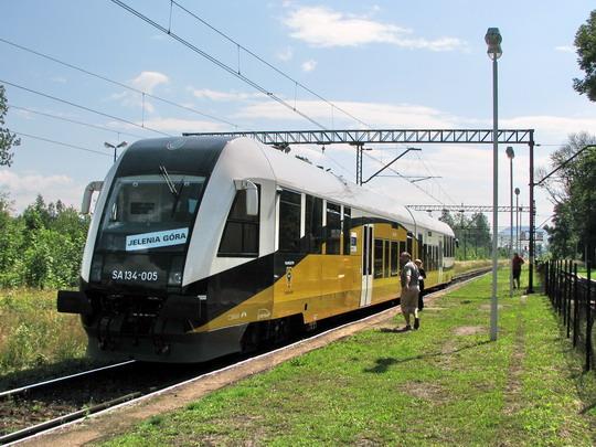 19.07.2008 - Sędzisław: jednotka SA134-005 jako Os 39402 v úvrati © PhDr. Zbyněk Zlinský